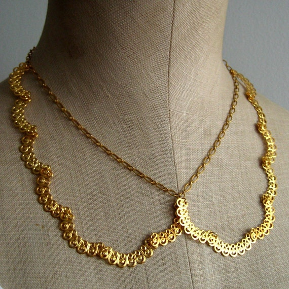 Scalloped Peter Pan Collar Laced Necklace, Gold