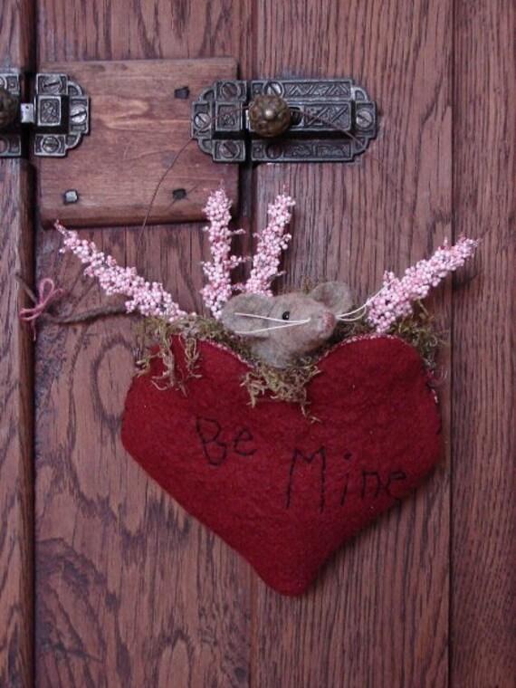 Be Mine Mouse Valentine Pocket Primitive Ornament