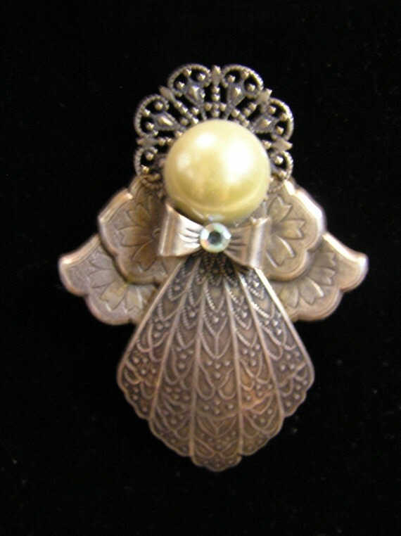 Beautiful Vintage Angel Pin