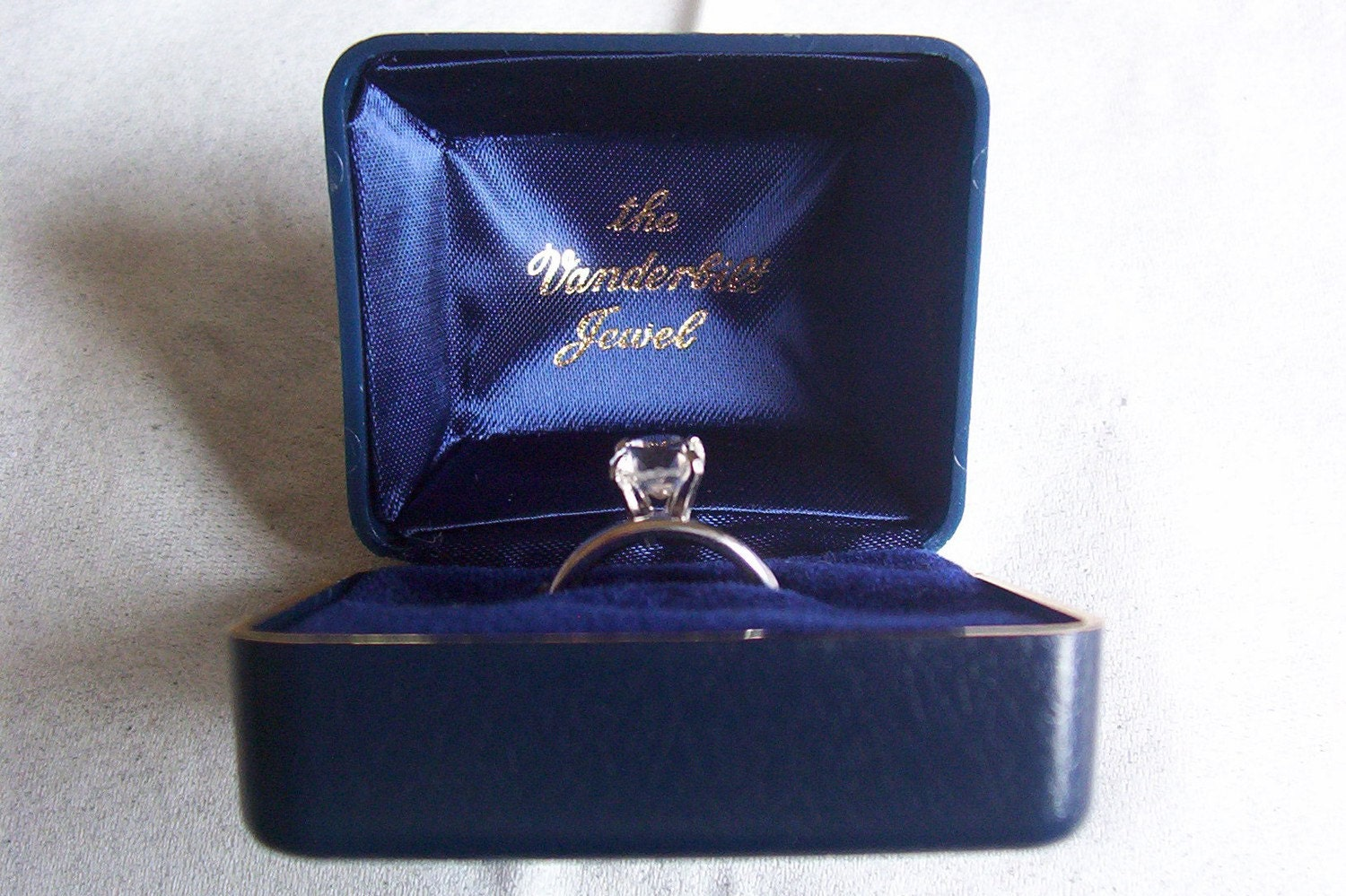 Vintage Size 5 The Vanderbilt Jewel Solitare Silver Tone Ring