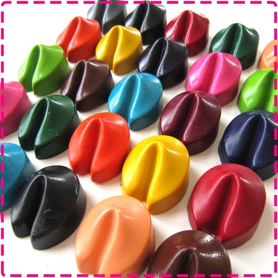 FORTUNE COOKIE CRAYONS Party Pack of 20 Favors, Birthday Party Favors Wedding Favors in Assorted Colors, Toys, Boys, Girls, Adults