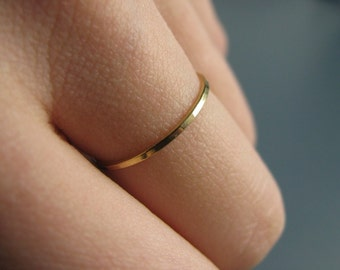 Hammered skinny stacking ring - recycled 18K yellow gold ring