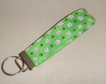 Key Fob wristlet - White daisies on green -- last one left --