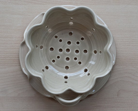 Floral Berry Bowl - Pottery Strainer - Small - Linen