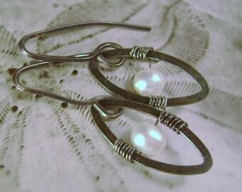 Black and White Sterling Silver Dangle, oxidized, freshwater Pearl, natural, organic, elegant, feminine, gift, her, dressy, blonde, wedding
