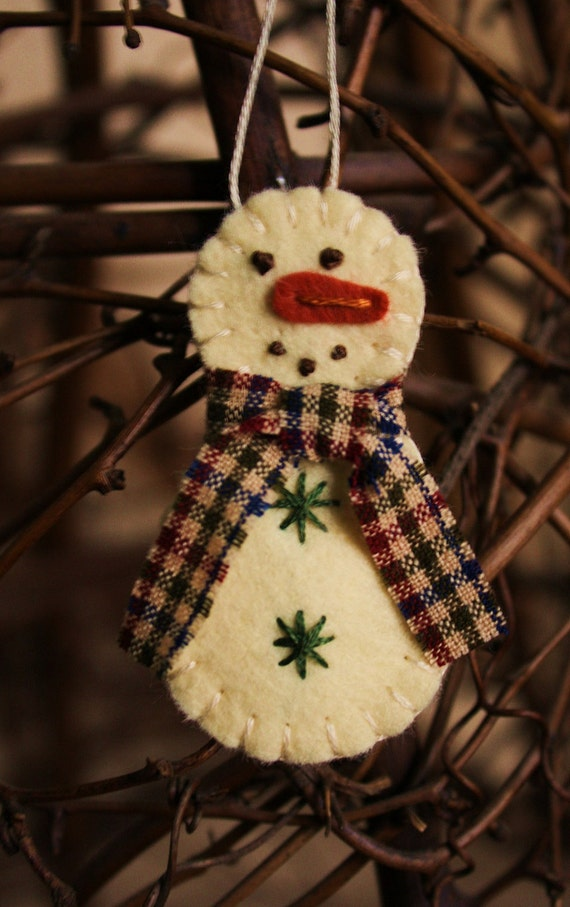 Diy Christmas Ornaments Etsy : Items similar to tiny snowman felt brooch or ornament