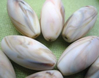 VIntage lucite beads (6)large cream caramel swirl oval tube rice 18mm (6)
