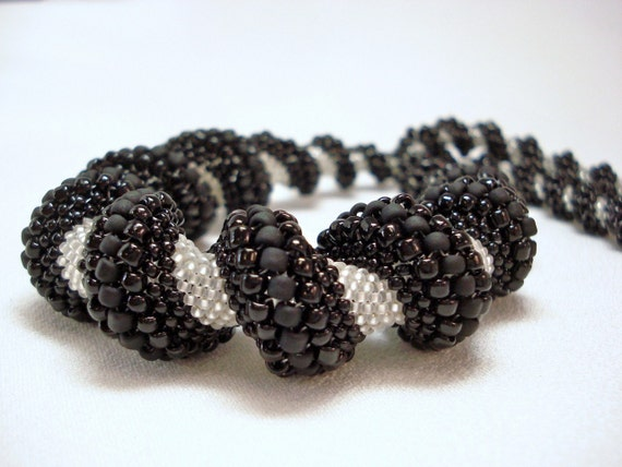 Contoured Contrast Cellini Spiral Beadwoven Necklace