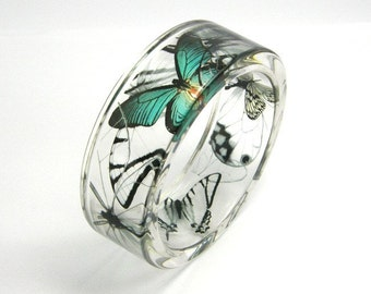 Butterflies Bangle, Emerald and Black Butterflies in Clear Resin Bracelet, Animal Bracelet, Botanical Jewelry