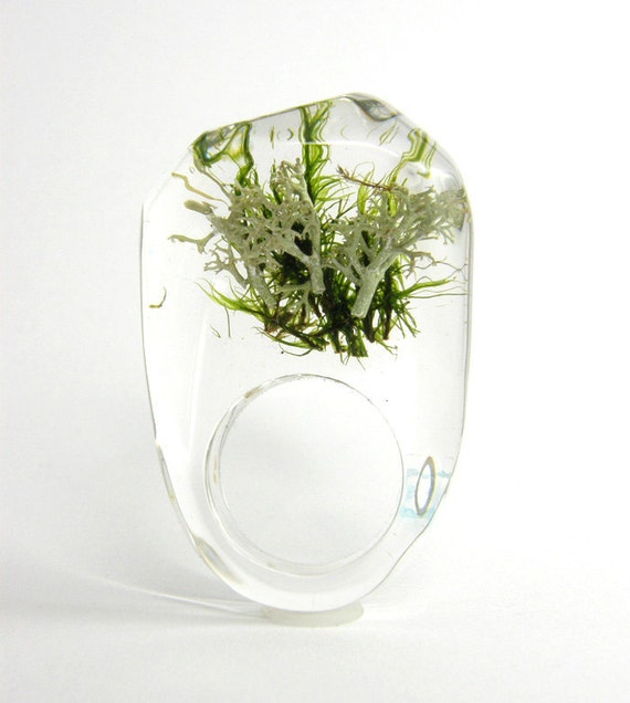 Clear resin ring with green and silver moss W1