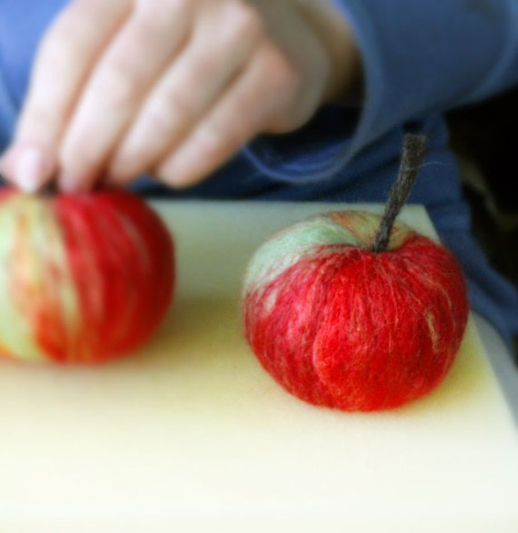 PDF Tutorial for a needle felted Apple - guide how to make - step by step instruction
