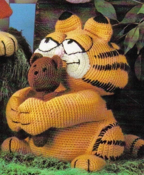 Garfield and his stuffed bear Pooky crochet pattern PDF