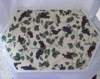 Placemats with Grapes Set of 2   #6009