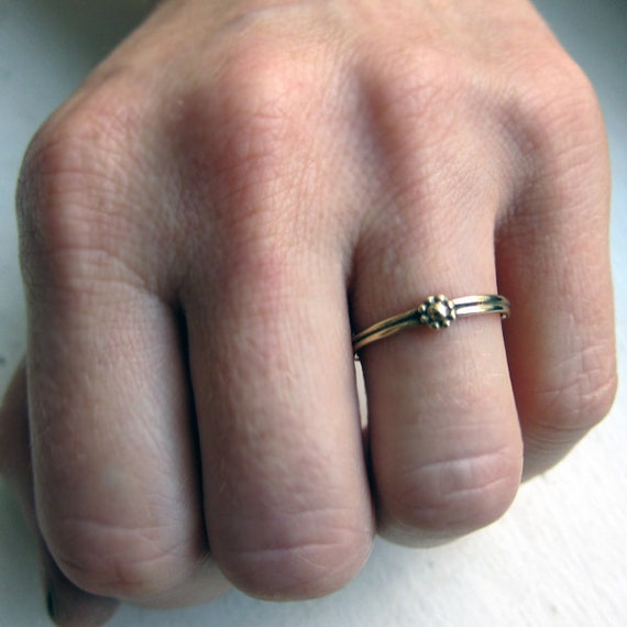 Gold daisy ring - tiny flower ring - 14k yellow gold - solid gold - handmade to order in your size