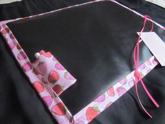 Travel Doodler Chalkmat / Strawberries