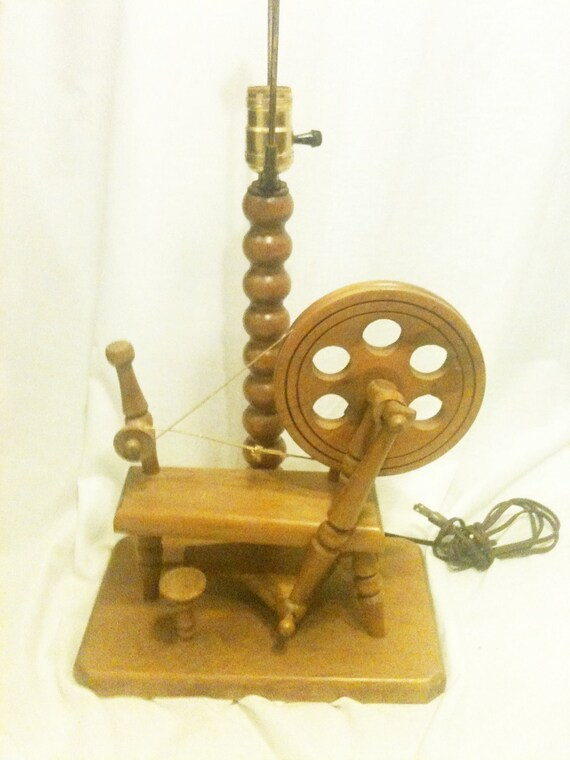 Vintage SPINNING WHEEL Lamp Classic Seventies Country Novelty Kitsch
