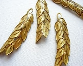 LAST Set - Vintage Raw Brass Leaf Wreath Charms (13X)  (M503a)