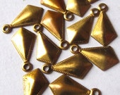 Raw Brass Decorative Diamond Drop Charms (16X) (M576)