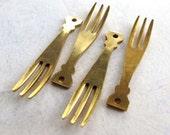 Vintage Brass Fork Charms (8X) (V369)