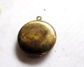 Antiqued Brass Vintage Brass Lockets (29mm) (L506)