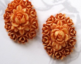 LOW Stock - Rare Vintage 1950s Japanese Celluloid Plastic Coral Ivory Flower Cabochon (24mm X 18mm) (1X) (CB518)