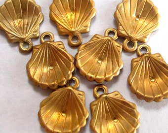 Vintage Raw Brass Clam Shell Charms (16X) (V418)