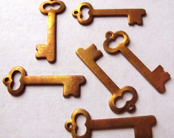 LOW Stock - Red Raw Brass Skeleton Skeleton Key Charms (8X) (M593-A)