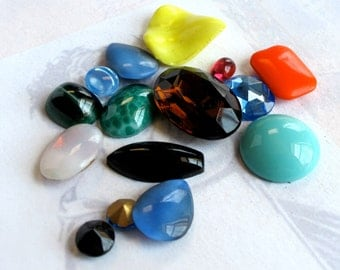Random Assortment Of Vintage Glass Cabochons (16X) (CB525)