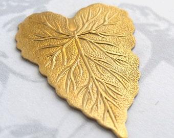 Flat Brass Leaf Pendants (4X) (V359)