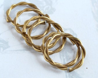 HUGE Twisted Brass Jump Rings (10X) (F534)