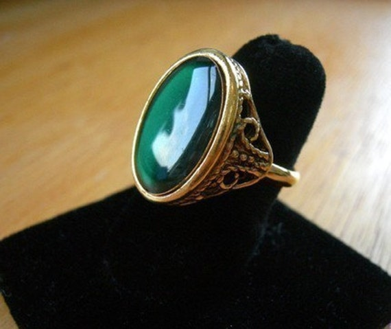 Vintage Gold Plated Green Emerald Resin Ring (J537-A) (2X)