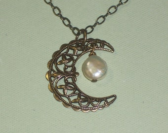 Luna Llena Necklace - Full Moon Pendant Vintage Style, White Freshwater Coin Pearl