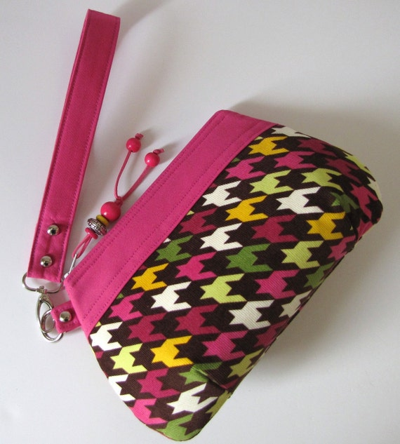 Pink and Plum Houndstooth Print Clutch Wristlet w/Zipper Closure