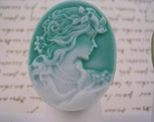 Pretty Girl - Vintage Cameo Ring in Teal