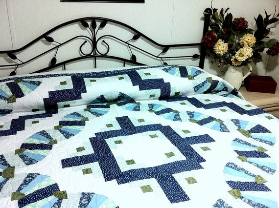 Queen Bed Quilt Old Fashion Fans in blue and white
