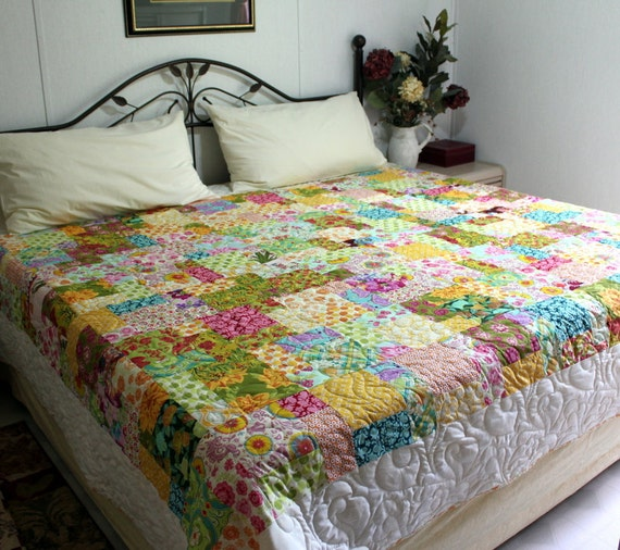 DESIGNER MEDLEY queen bed Quilt