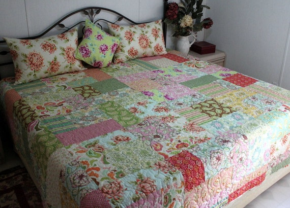 "Queen Bed Quilt with Fresh Cut by Heather Bailey  90"" x 100"" REVERSIBLE"