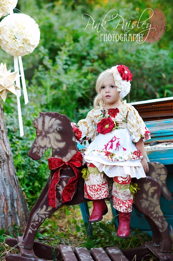 Christmas Frolic Holiday Apron  Dress Pick Your Size 12 months to 6 Years