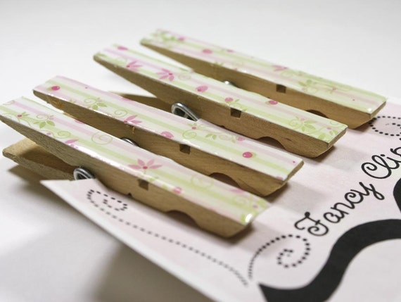Decorative clothes pin magnets in pastel spring print