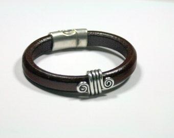 Ceridwen Merlot SImple Sleek Sexy Modern Thick Leather Bracelet Superior Regaliz