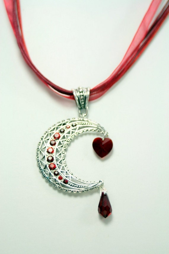 It's All About the BLOOD Vampire Necklace with Droplets