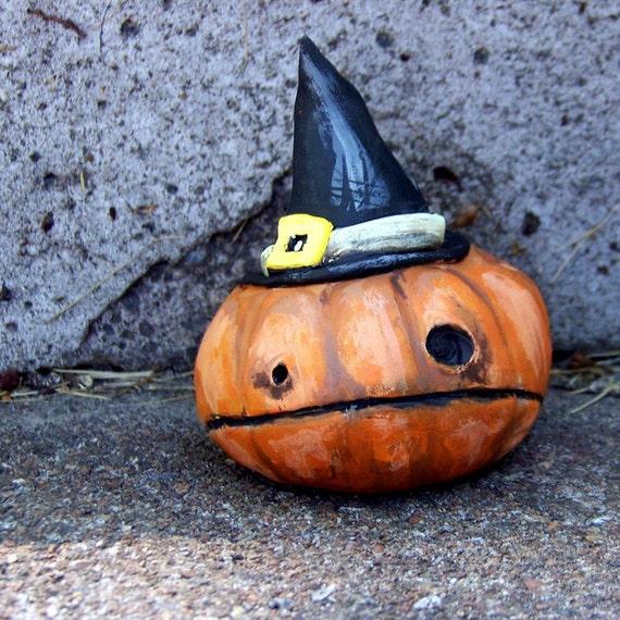 witch hat pumpkin, little halloween sculpture