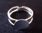 20 silver plated blank adjustable ring findings with a round 10mm pad,  very strong adjustable rings lead and nickel free