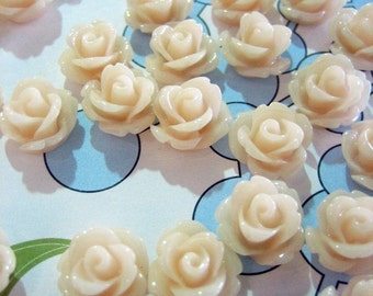 12 peachy ivory 10mm rose cabochons, cute round floral cabs