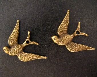8 sparrow bird charms pendants, brass plated, D231
