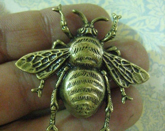 3 big bumble bee charms pendnats, brass plated (extra large)