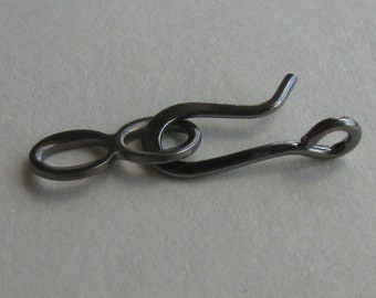 10 Gunmetal finished brass hook and loop clasps with perpindicular ring 20mm
