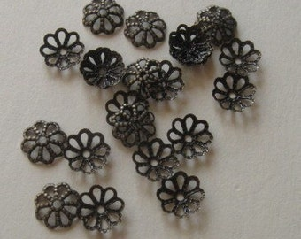 50 Antiqued brass daisy bead caps 7mm