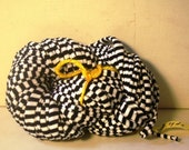 BRAND NEW ITEM  BLACK AND WHITE STRIPED YARN