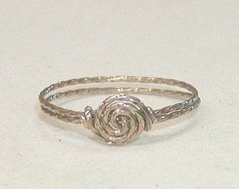 SALE Delicate Swirled Rosette Silver Wire Ring, sz 5